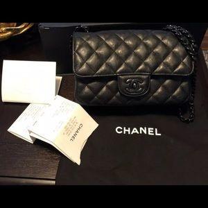 Chanel mini rectangular (so black)